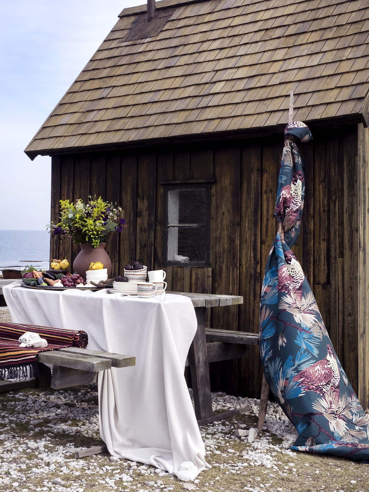 Vallila_AW18_Jalohaukka_curtain_Danis_fabric_Kerttu_Ajaton_tableware_photographerHennaSoronen