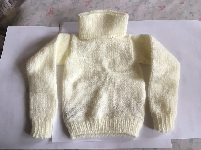 Soft sweater by Magic Tailor - SD boy size - never worn 20