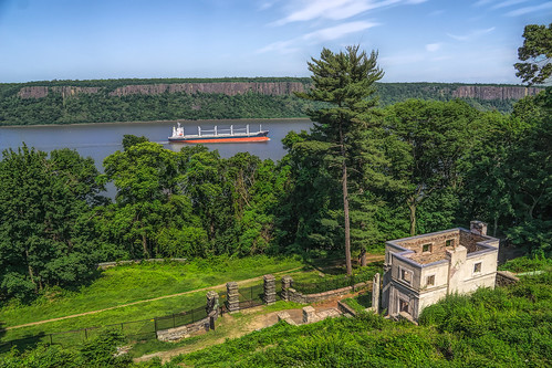 scenic hudsonrivervalley yonkers barge boat ruins historical preservation untermyer hudsonriver landscape