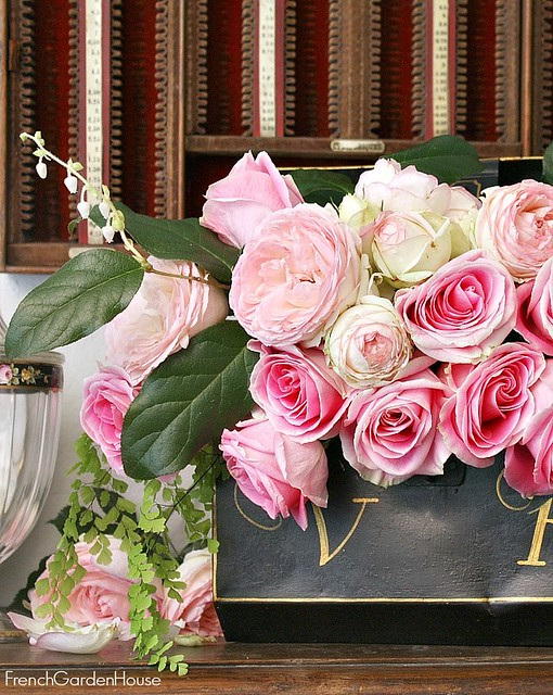 Pink-Eden-Roses-on-Mantel-in-black-painted-box