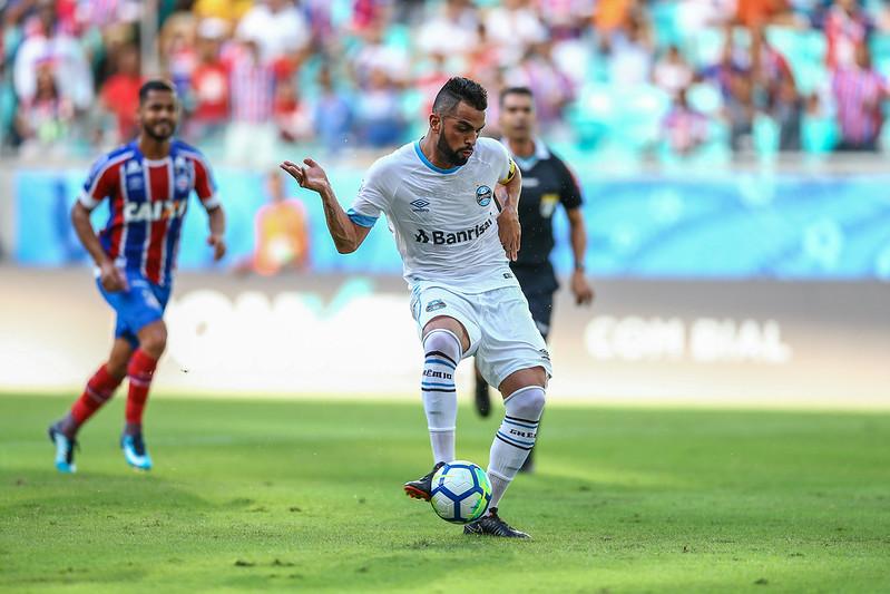 Maicon pega o rebote do pênalti e marca (Foto  Lucas Uebel Grêmio FBPA) cf61bd9158a