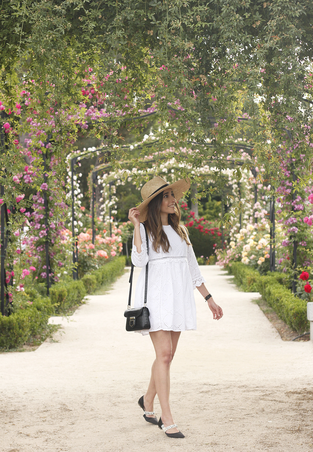 white summer dress givenchy bag street style outfit 2018 el retiro04