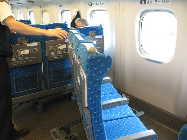 Shinkansen Hikari, How to rotate the seat 2