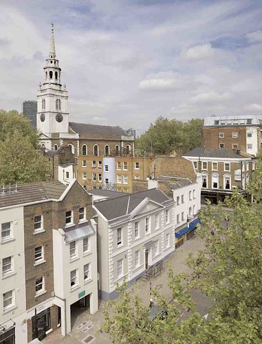 Clerkenwell Green and St James's Church in 2007