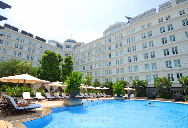 park hyatt saigon swimming pool