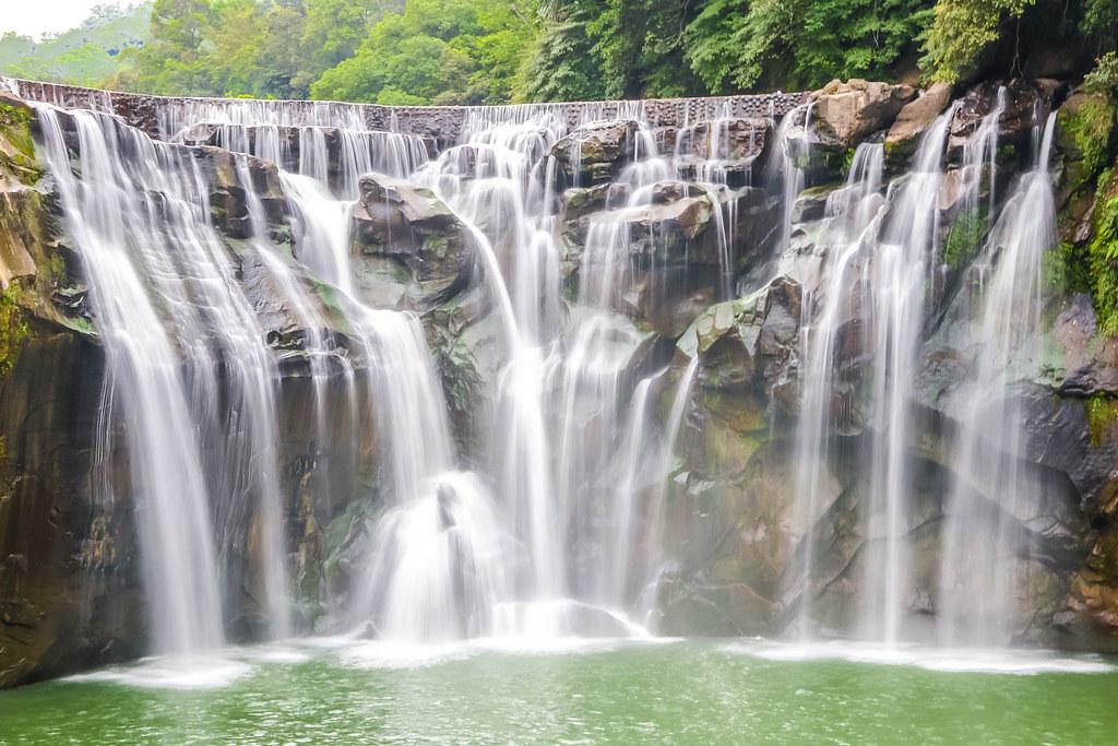 taiwan-shifen-waterfall-alexisjetsets