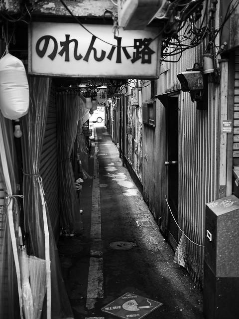 Alley, Olympus PEN-F, Lumix G 20mm F1.7 Asph.