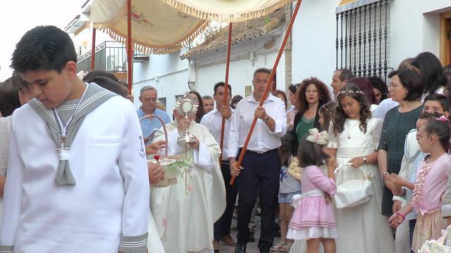 Cañada Rosal se vistió de gala para celebrar la procesión del Corpus Christi