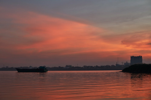 2018 cambodia phnompenh landscape sunset sky clouds kohoknhatei island silkisland mekong mekongriver river kh ship reflections dusk