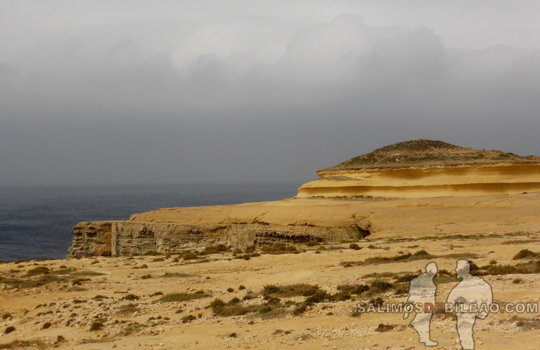 0389. Roca amarilla olas, Gozo