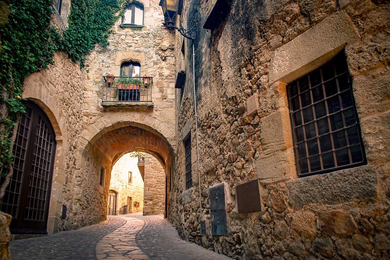 Pueblo medieval en la Costa Brava