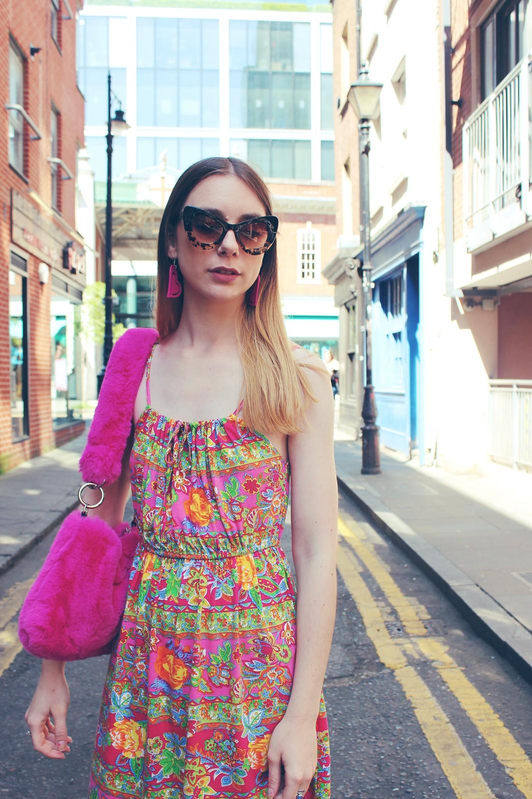 Vintage dress and a faux fur bag 4