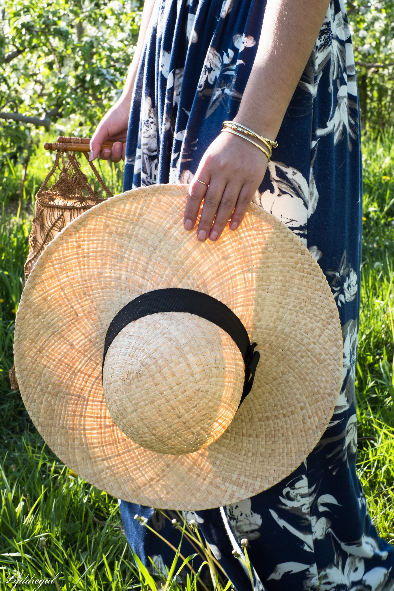 Blue and white floral maxi dress, straw sun hat, macrame bag, apple orchards-5.jpg