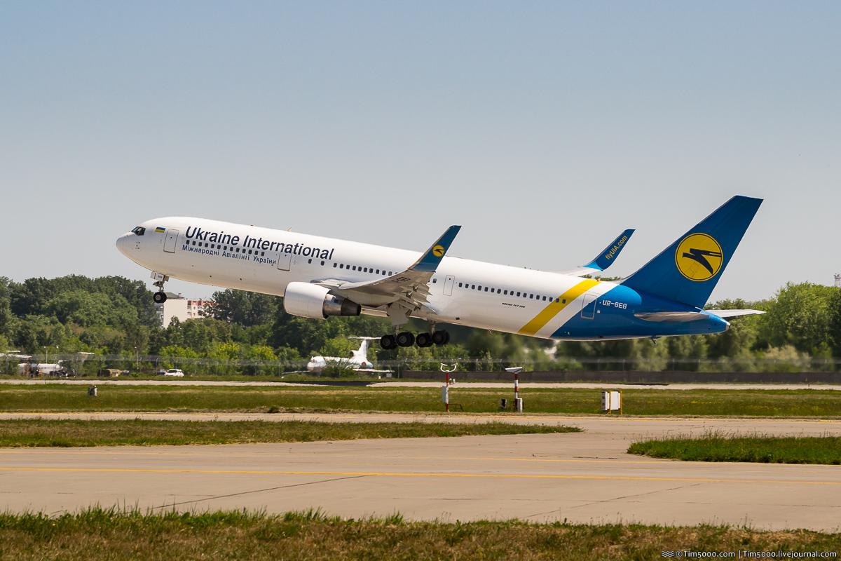 Boeing 767 UR-GEB МАУ