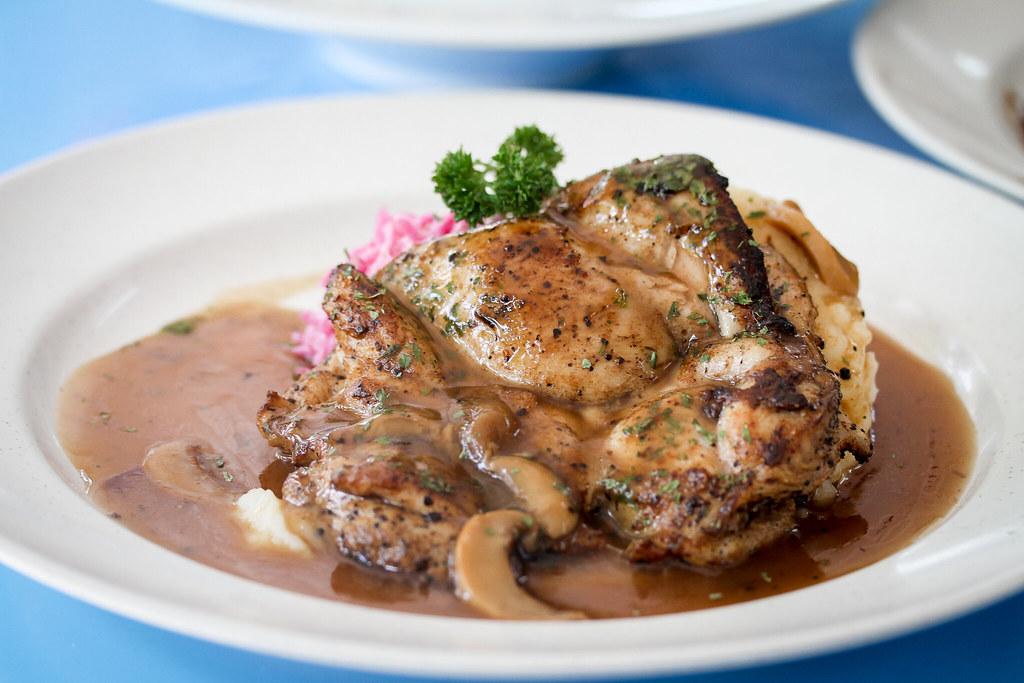 吃 Western Chicken Chop