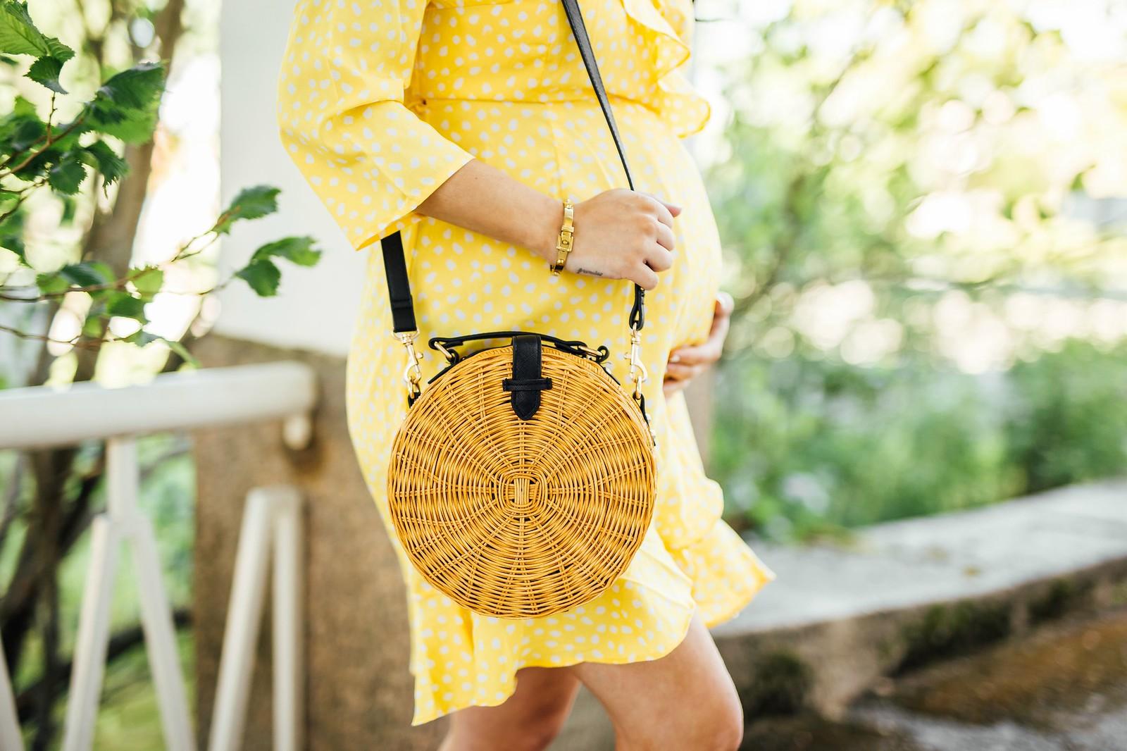keltainen mekko