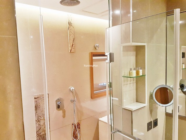 Green World Hotel Jian Pei Suites 03 - Shower