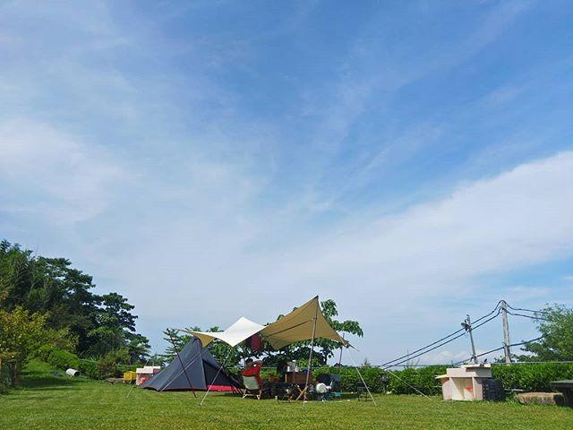 20180609 天好藍 雲好輕 空氣很舒服 時不時來一陣涼涼的風 一整個 放鬆 放好空 球也好舒服的在睡覺😊 好久沒有高海拔 還是很愛很愛 #歐北露 #campinglife #ilovecamping #soulwhat #soulwhatplato #soulwhatoutfitteringwing