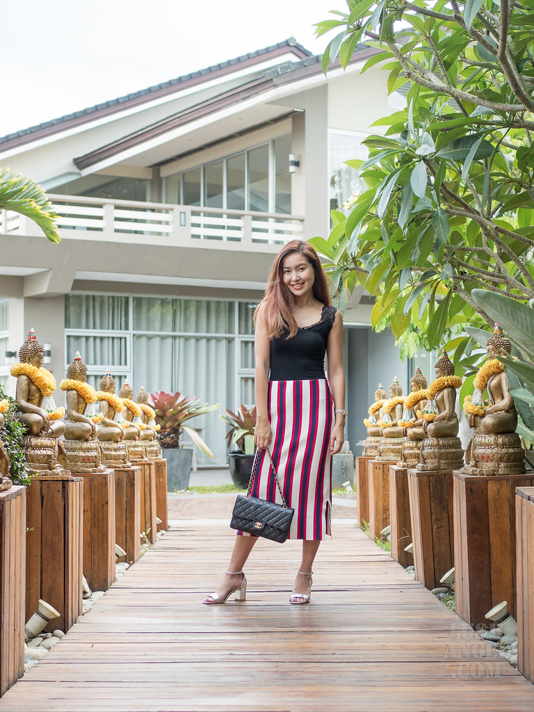 how-to-wear-vertical-stripes-skirt