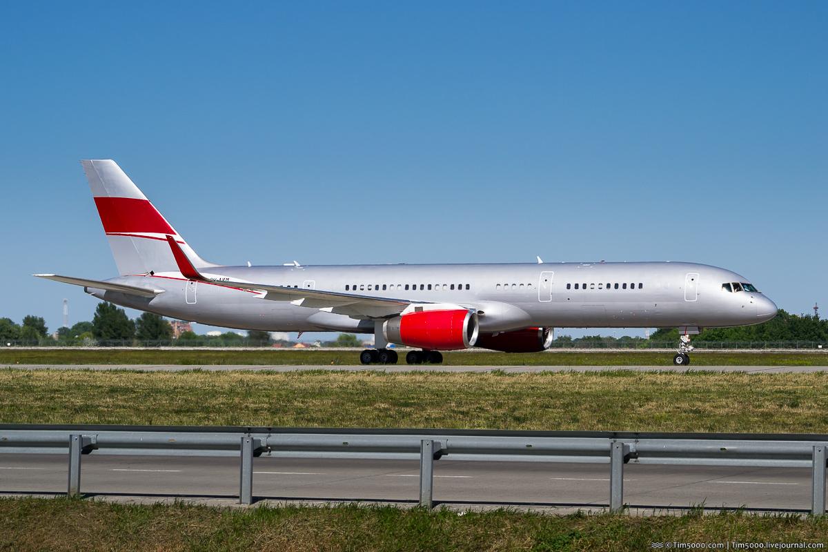 Boeing 757-200 9H-AVM JetMagic
