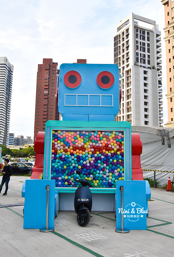 米茲機器人-巨型扭蛋機.台中場12