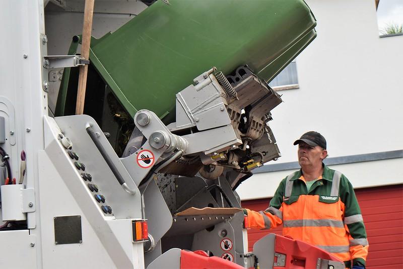 Dustbin Truck 12.06 (1)