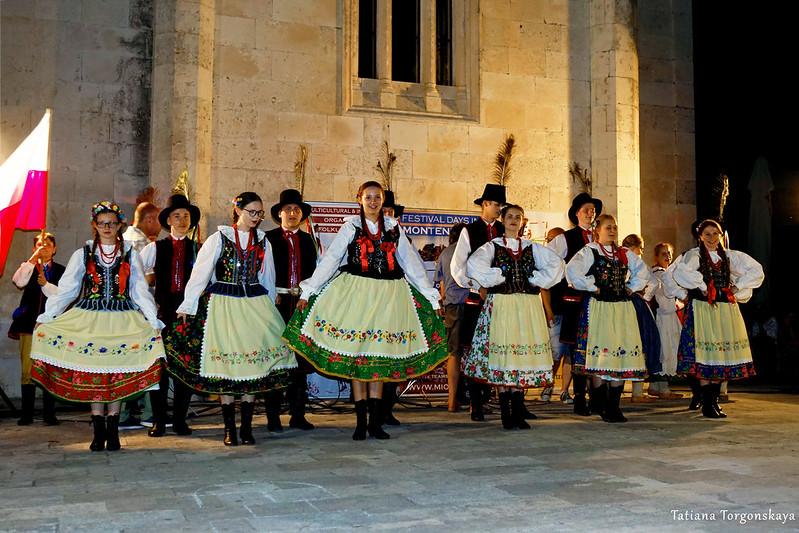 Выступление польской фольклорной группы в Херцег Нови