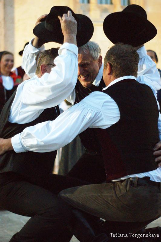 Словенский танец с шляпами