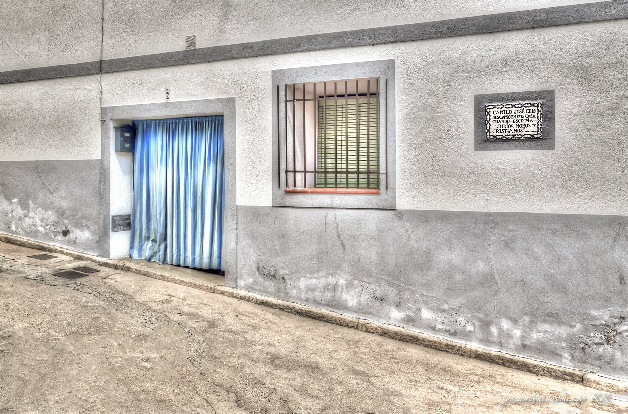 Casa con inscripción