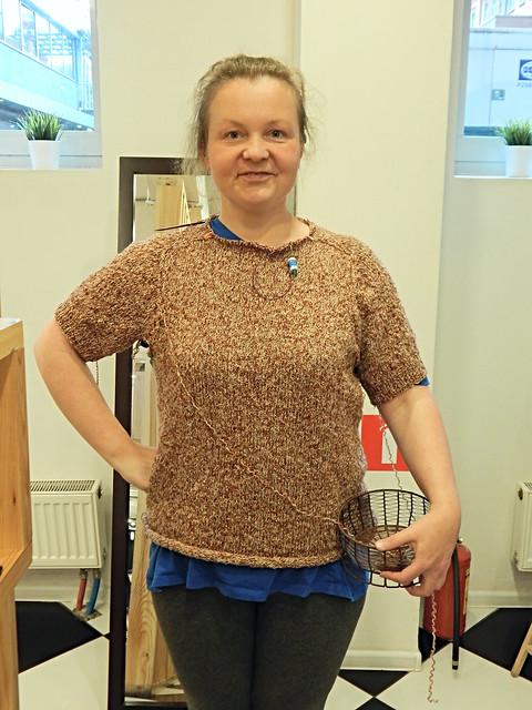 Свитер с плечом погоном спицами снизу вверх по описанию Элизабет Циммерман | HoroshoGromko.ru