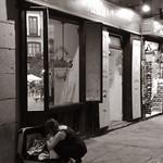 Image of Plaza Mayor. lluvia agua tormenta soportales plazamayor comunidaddemadrid españa spain 06072017 juliode2017 2017 huaweyp9lite huawey ccby monocromático blancoynegro byn blackandwhite bw madrid