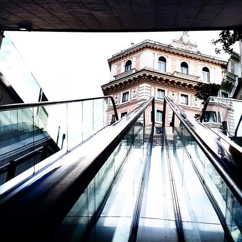 Roma: Via veneto, uscita dalla metro