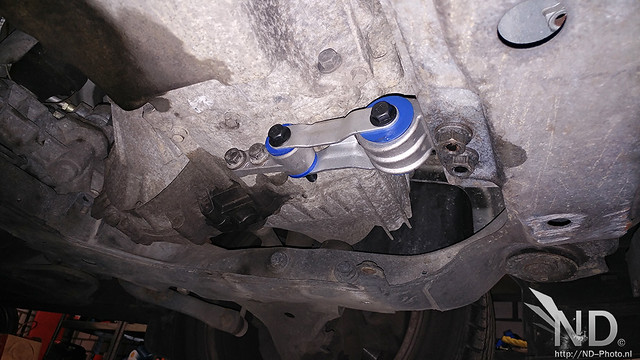 Volvo S80 2.4T PU Gearbox mount