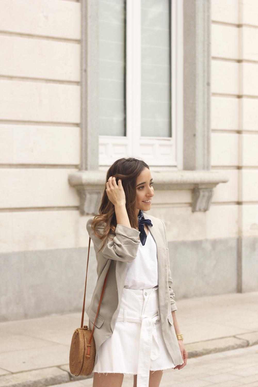 gray linen blazer blue bandana white converse bamboo bag street style oufit 201812