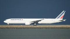 Air France Boeing 777 -300 F-GZNK, takeoff roll, port profile SFO DSC_0929 (1)