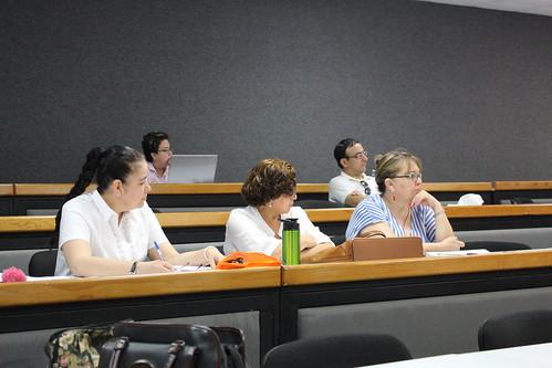 Docentes de la FADU reciben capacitación de Retroalimentación efectiva en el aula del Coordinador del Sistema de Gestión de Calidad.