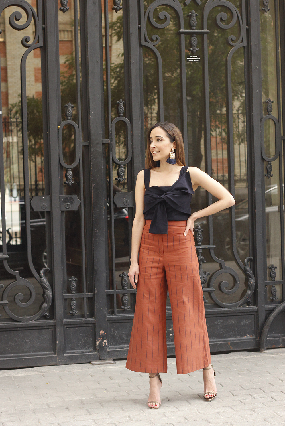 linen striped pants blue top uterqüe summer street style outfit 201809