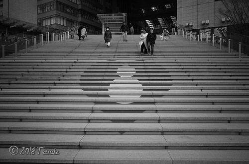 GR2作例:大阪駅付近の階段