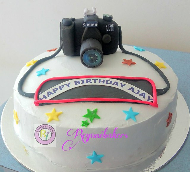 Photographer's Birthday Cake by Reyoni Bakers