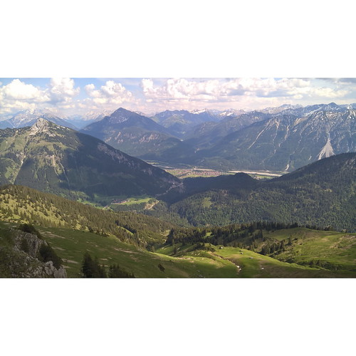 Views from #krinnenspitze 2000m  After work run ... Sunbathing on a top, rain on a way down :)  #trailrunning #Tirol #Austria #merrell #Alps #lovetirol #vegansofig  #landscape #landschaft #nature #Alpen #behame  #berglauf #mountains  #laufen #berge #miluj