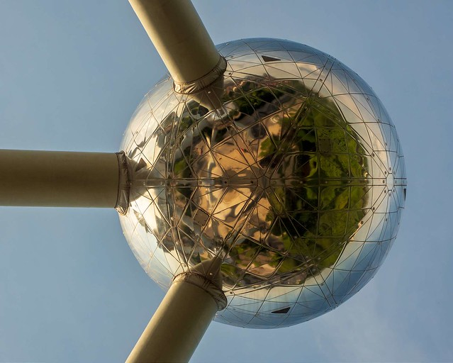 Little Planet Reflected (Atomium 1)