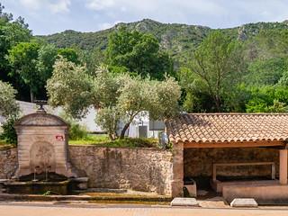 Brunnen und Waschhaus in Liausson, Mont Liausson