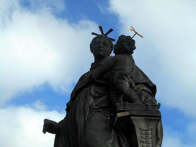 Prague Statue on the, Nikon COOLPIX S3600