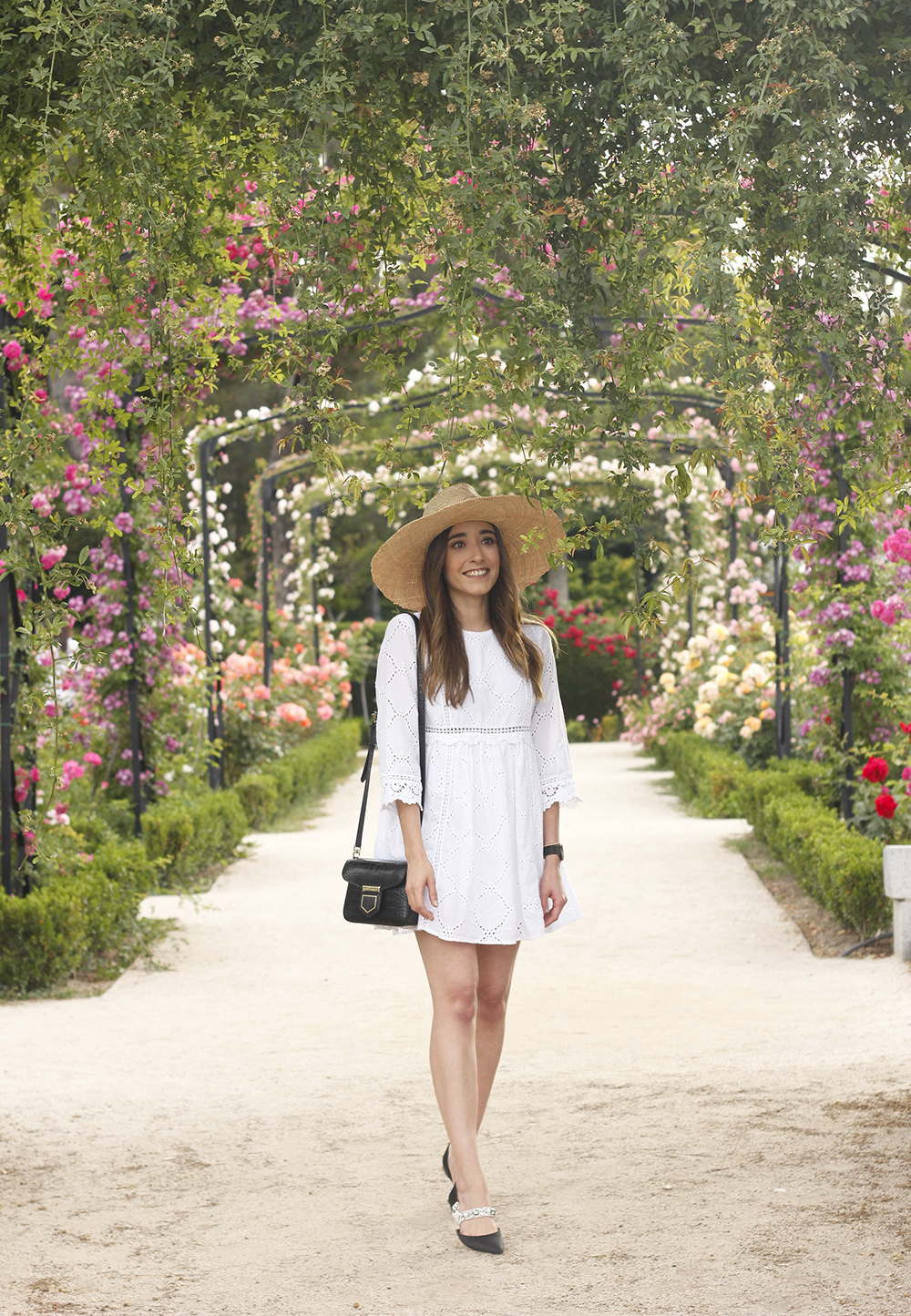 white summer dress givenchy bag street style outfit 2018 el retiro07