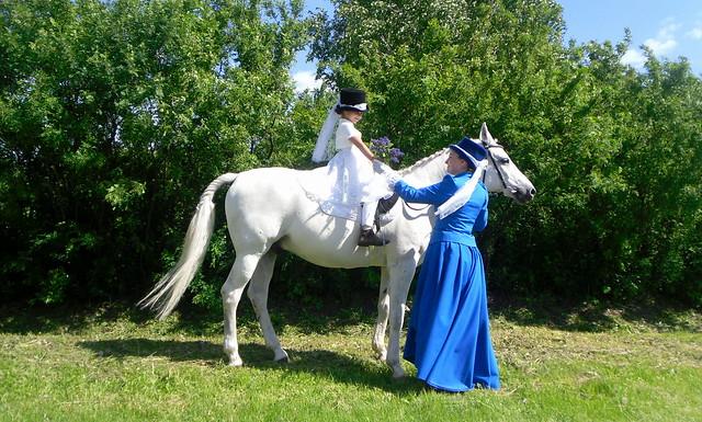 Уроки верховой езды в музее-заповеднике Тарханы, фотоиллюстрация индивидуальных занятий конным спортом