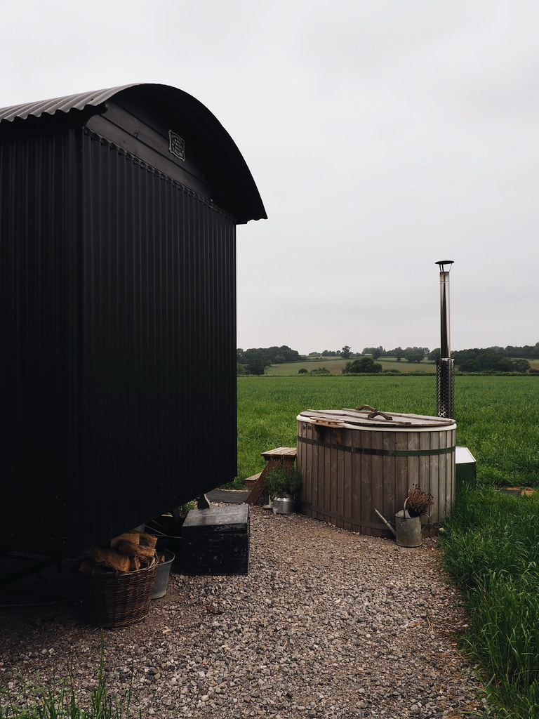 Plankbridge Shepherd's Hut, Colber Farm Happy Hare, canopy and stars, being little bristol travel lifestyle blog blogger lyzi hot tub log burner