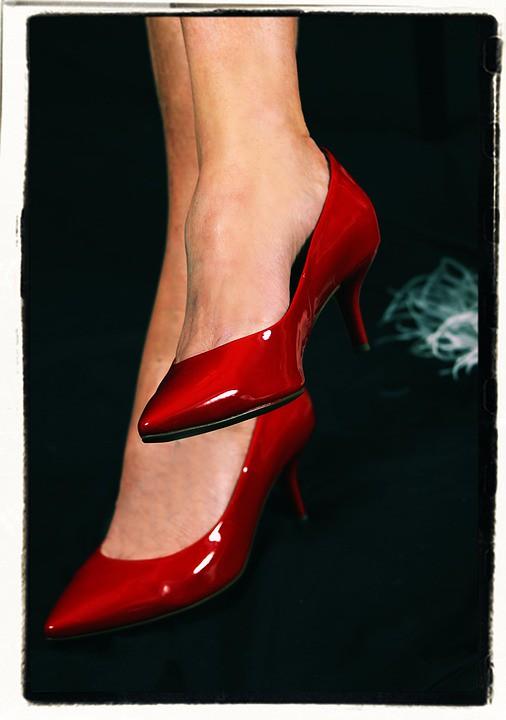 https://pixabay.com/es/zapatos-de-tac%C3%B3n-mujer-los-zapatos-507983/