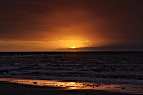 sunrise beach northbeach hampton newhampshire newengland gulfofmaine sea seacoast seashore seacoastregion morning ocean red orange water reflection clouds