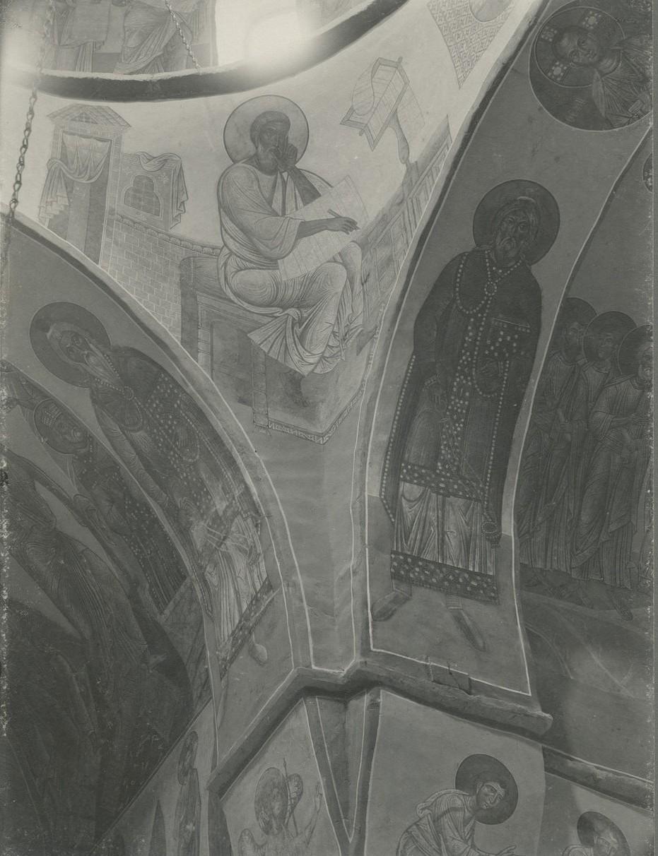 Фреска северо-восточного паруса Спасо-Преображенского собора Мирожского монастыря  - «Евангелист Матфей»