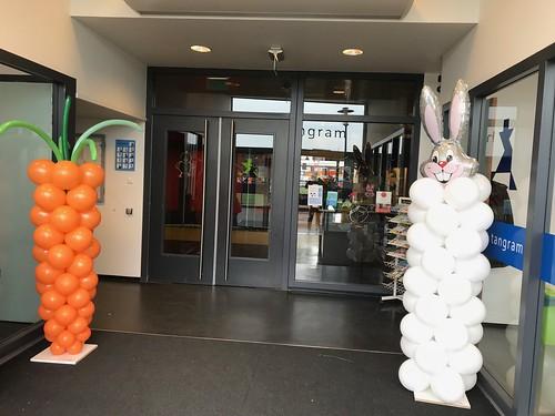 Ballonpilaar Paashaas en Wortel Basisschool Het Tangram Rotterdam